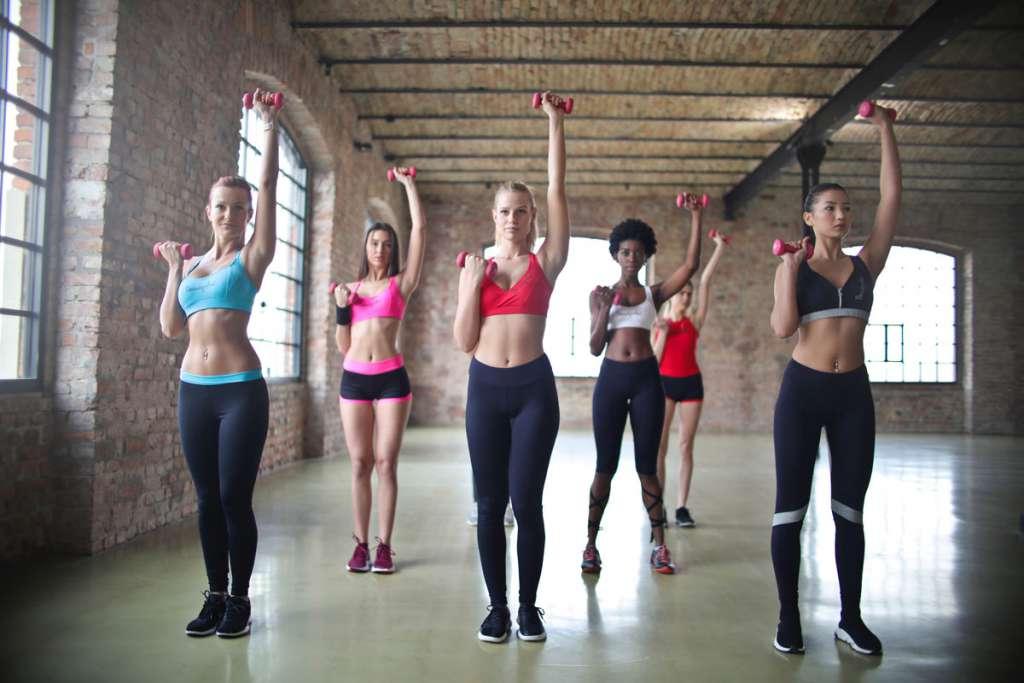 Von Bodystyling, Faszien-Workout bis Zumba - Unser Turnprogramm für Erwachsene.