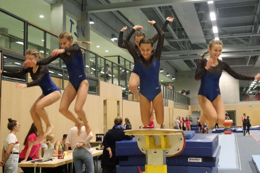 Mädchen beim Turngau, Turnfinale in München
